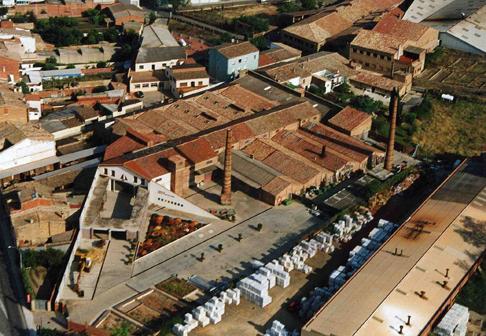 Vista aérea del Museo Terracotta de la Bisbal de l'Empordà, que continúa todavía su proceso de expansión con el objetivo de integrar la gran colección de piezas de cerámica de que dispone
