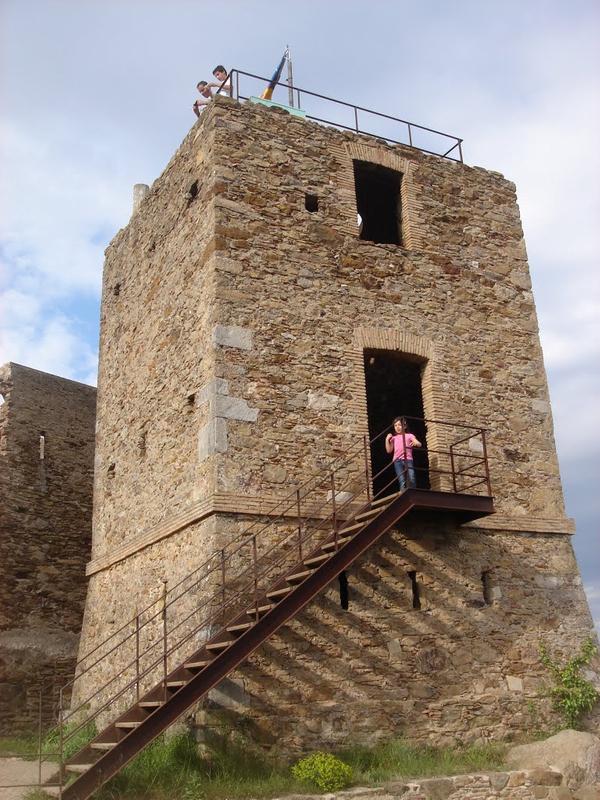 Subimos a la torre del Castillo de Sant Miquel, en Girona, para contemplar las bellas vistas que nos ofrece del Ampurdán y la Costa Brava