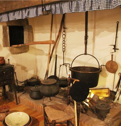 En el interior del Museo Rural de Palau-Sator encontramos diferentes espacios que nos muestran cómo ha sido la vida de estos campesinos durante los últimos siglos