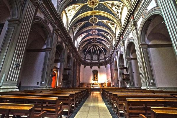 El interior de la iglesia de San Vicente fue restaurado durante el siglo XX, motivo por el cual muestra un aspecto mucho más moderno