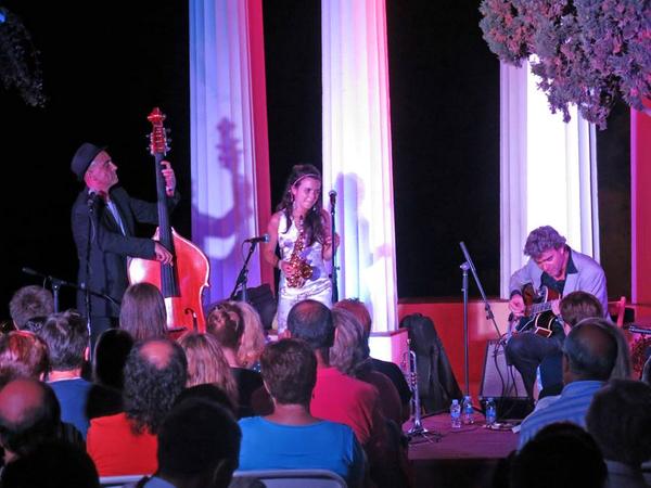 Concierto de la cantante catalana de jazz Andrea Motis y de su grupo durante el Festival de Música Nits de Marimurtra