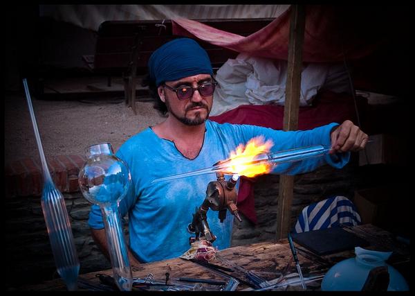 La Feria de Indianos de Cadaqués es también una excelente oportunidad para conocer mejor los oficios tradicionales, ya que se practican en la calle, ante la atenta mirada de los visitantes