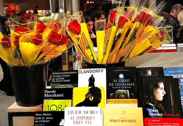 Libros y rosas son los dos protagonistas de la Fiesta de Sant Jordi en la Costa Brava y en toda Catalunya