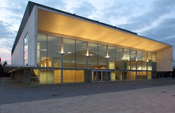 Sin lugar a dudas, el recién estrenado y moderno Auditorium de Torroella de Montgrí es uno de los edificios con mejor acústica de toda la Costa Brava