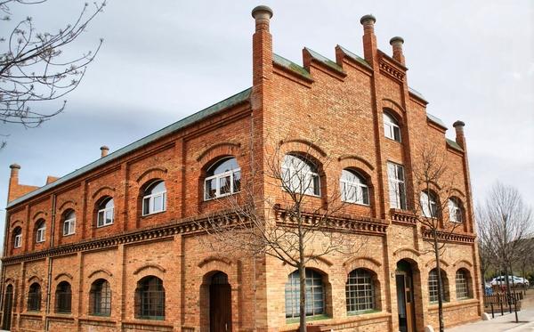 La Factoría de Celrà es una antigua fábrica, de ladrillo visto, construida en estilo modernista en 1902, que se encuentra en el centro de la localidad de Celrà, Girona, Costa Brava