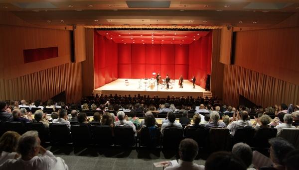 El Festival de Piano de Torroella de Montgrí tiene lugar durante la Semana Santa en el nuevo y moderno Auditorium Espai Ter del pueblo, Costa Brava, España