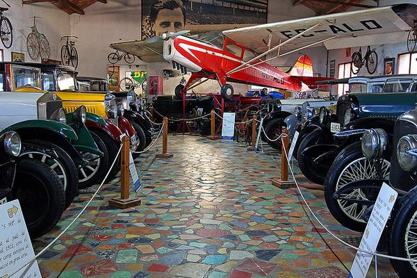 La Colección de Automóviles Salvador Claret se encuentra en el pueblo de sur, a pocos kilómetros al sur de la ciudad de Girona, Costa Brava