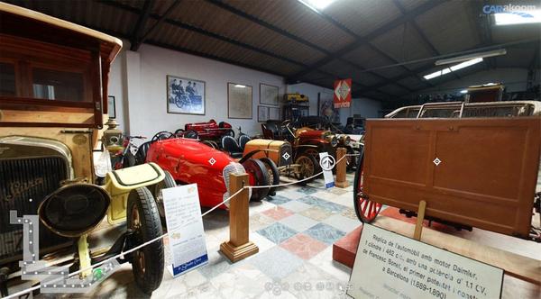 Los vehículos expuestos en la Colección Salvador Claret muestran a menudo un panel donde se puede leer información sobre el contexto histórico y técnico del ejemplar