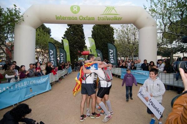 La llegada a Sant Feliu de Guíxols es el momento más especial para cada grupo de corredores de la Intermon Oxfam Walktrailer Girona