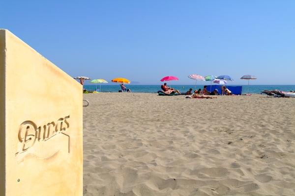 La Playa de las Dunas, en Sant Pere Pescador, forma un gran manto de arena fina y dorada que se extiende a partir del norte de las playas de l'Escala, en la Costa Brava