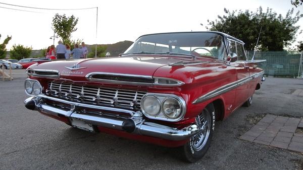 Y aquí tenemos uno de los vehículos expuestos: se trata de un Chevrolet de importación que luce en el Encuentro de Coches Americanos de Platja d'Aro, en Girona, Costa Brava