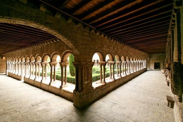 Claustro románico de Santa María de Ripoll, Girona