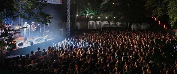Día y noche, los diferentes escenarios del Festival PopArb y la entrega del público a sus artistas, demuestran el buen estado de forma de la música del país en estos momentos de gran efervescencia musical