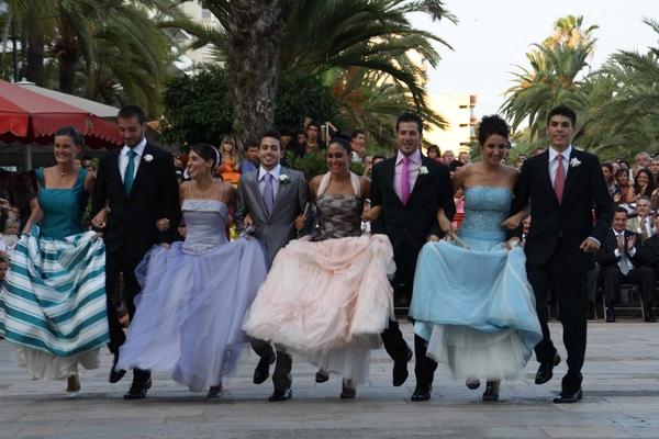 El Baile de l'Almorratxa también se ejecuta en pareja entre los jóvenes de Lloret de Mar