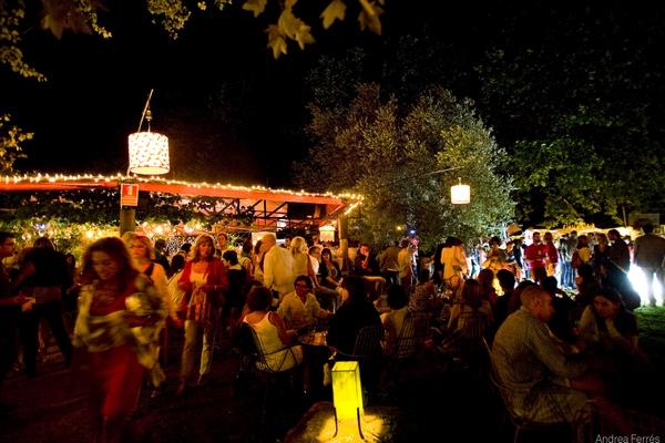 Mas Sorrer, en Gualta, es también un bar-restaurante, y por eso los espectadores siempre tienen la posibilidad de tomar algo en compañía entre las proyecciones