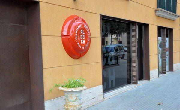 Entrada al Museo de Placas de Cava y Champán, que se encuentra en la calle Industria, 1, en el centro de Sant Feliu de Guíxols