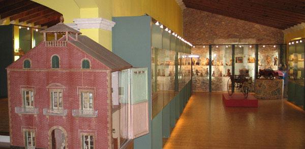 La exposición del Museo de Historia del Juguete de Sant Feliu de Guíxols se estructura en varias salas y sigue un orden cronológico