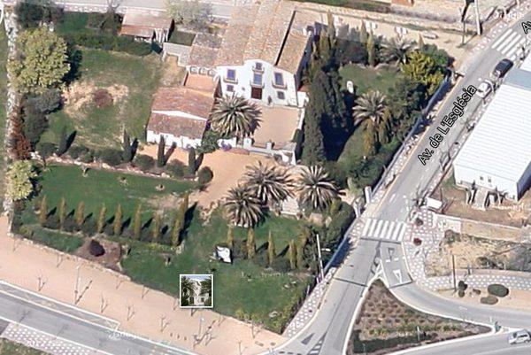 Vista aérea de la Casa Roca, una masía del año 1850 en Santa Cristina d'Aro que hoy en día acoge la Casa Mágica.