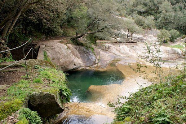 Las Gorges de la Font de la Torre, en el pueblo de Canet d'Adri, uno de los municipios pertenecientes al Valle de Llémena, nos permitieron refrescarnos con el agua pura y cristalina que baja de las montañas
