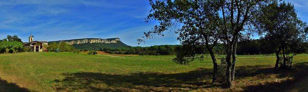 La montaña de Cinglera de Sant Roc es uno de los paisajes más bellos del Valle de Llémena, en Girona, Costa Brava