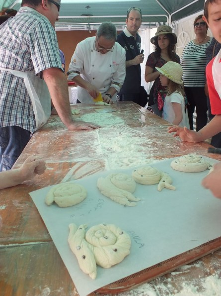La Feria del Pan de Castelló d'Empúries ofrece una excelente oportunidad a adultos y pequeños de seguie la elaboración del pan por parte de los panaderos de la Costa Brava