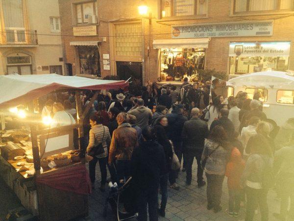 En pleno otoño las calles de Begur reciben a los visitantes que no se pierden la oportunidad de pasear entre los diferentes puestos de la Feria de la Castañera, y de comer sus especialidades