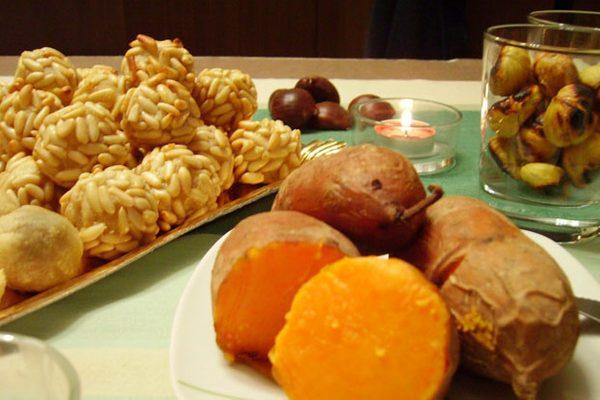 La Fira de la Castanyera se celebra cada año en Begur alrededor del Día de Todos los Santos, el 1 de Noviembre: las castañas, los boniatos y los 'panellets' catalanes son los alimentos típicos de esta fiesta