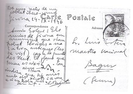 Esta es la postal del año 1946, recientemente descubierta en la Biblioteca de Catalunya, en la que el arqueólogo Lluís Pericot indica el lugar de los restos arqueológicos íberos de la Punta d'es Mut