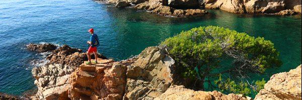 Cala Corbs, en Palamós, se encuentra en uno de los tramos de mar más bellos de la Costa Brava central, entre una sucesión de playas y bosques de pinos en pleno Espacio Natural de Es Castell