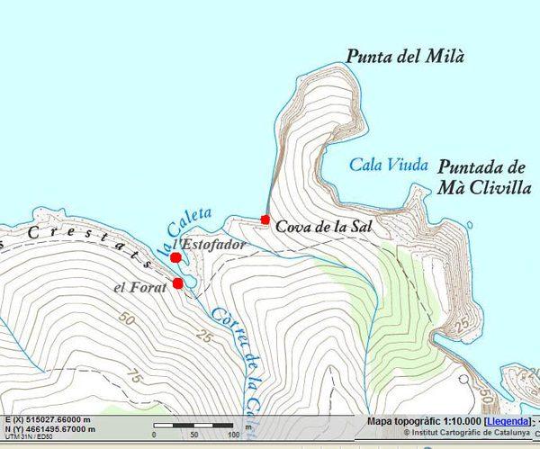 Cova de la Sal se encuentra justo antes del inicio de la Punta de Milà, un cabo que forma uno de los acantilados más espectaculares de la zona