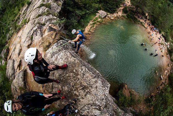 Una preciosa foto pero con actividades prohibidas en estos momentos. Los baños y la escalada ya no están permitidos en el recorrido de las 7 cascadas.
