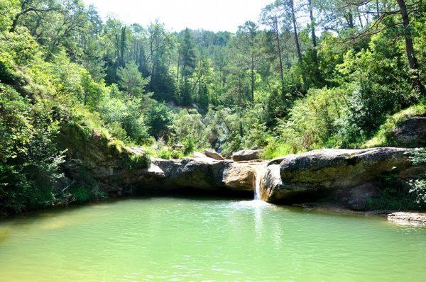Las 7 cascadas que componen la ruta tienen diferentes alturas. Esta es una de las más bajas y tranquilas de todo el recorrido.