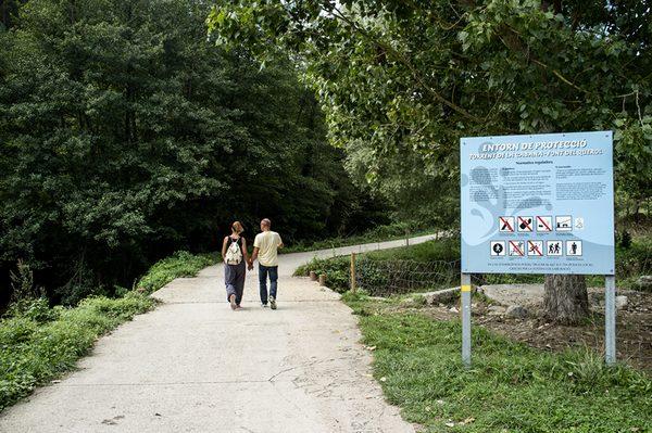 Las autoridades de Campdevànol y del Ripollés quieren que la Ruta dels 7 Gorgs sea un espacio de paseo tranquilo, alejado de los baños, los perros sueltos, las escaladas y los picnics descontrolados.