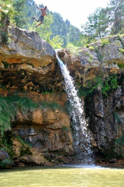 La Ruta dels 7 Gorgs, o Ruta del Torrent de la Cabana, es un paseo a pie a lo largo de la orilla de un torrente con 7 cascadas de la comarca del Ripollés, en el pueblo de Campdevànol