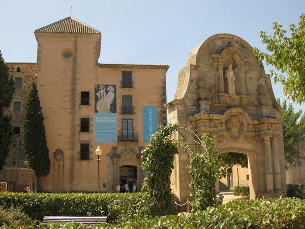 Hemos de pensar que el Espacio Thyssen se encuentra en el antiguo Palacio del Abad del Monasterio de Porta Ferrada, en Sant Feliu de Guíxols