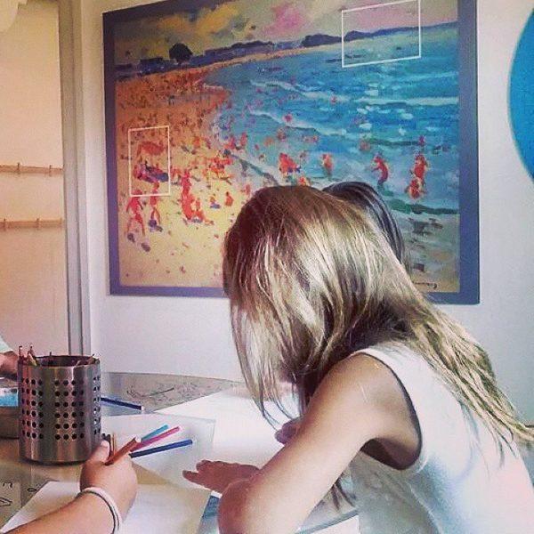 Dado que el turismo de Sant Feliu de Guíxols es muy familiar, el Espacio Carmen Thyssen organiza muchas actividades artísticas de manualidades para los niños